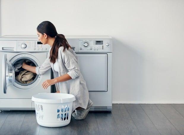 lavando roupas de cama